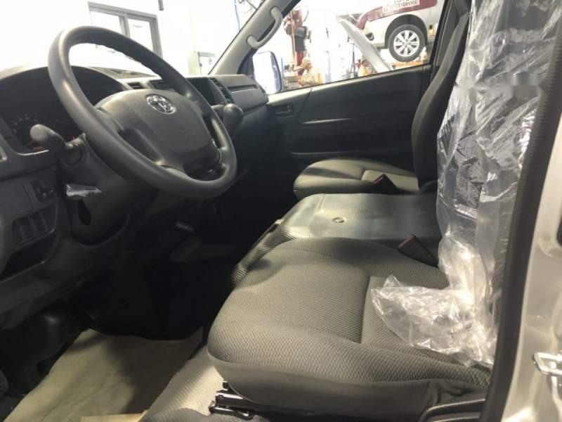 Bán xe Toyota Hiace năm sản xuất 2019, màu bạc, nhập khẩu nguyên chiếc, giá chỉ 819 triệu-2