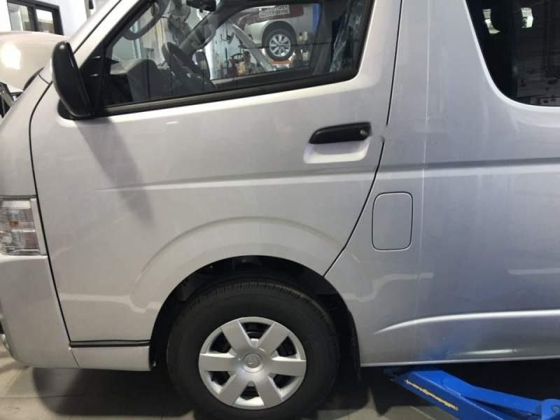 Bán xe Toyota Hiace năm sản xuất 2019, màu bạc, nhập khẩu nguyên chiếc, giá chỉ 819 triệu-3