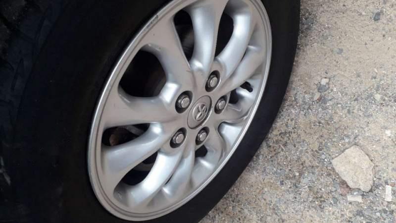 Cần bán lại xe Toyota Innova đời 2014, màu bạc giá cạnh tranh-4