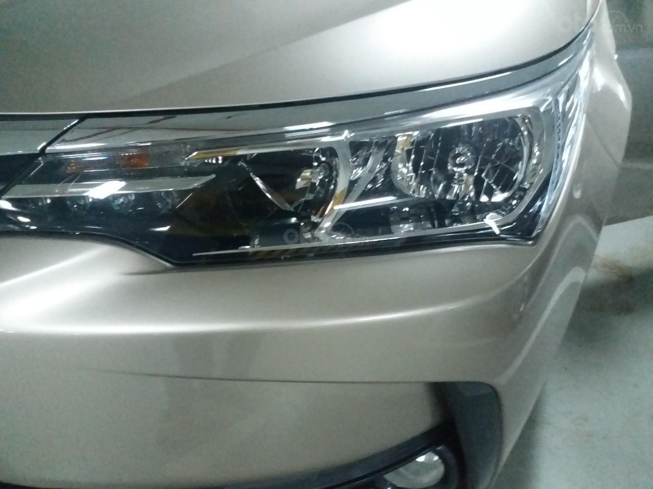 Bán Toyota Corolla Altis 1.8E AT màu vàng, sản xuất và đăng ký 12/2018, biển Hà Nội-1