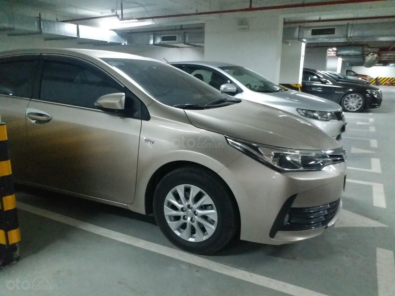 Bán Toyota Corolla Altis 1.8E AT màu vàng, sản xuất và đăng ký 12/2018, biển Hà Nội-2