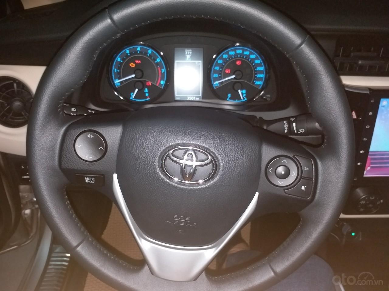 Bán Toyota Corolla Altis 1.8E AT màu vàng, sản xuất và đăng ký 12/2018, biển Hà Nội-5