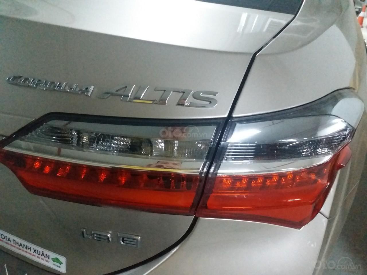 Bán Toyota Corolla Altis 1.8E AT màu vàng, sản xuất và đăng ký 12/2018, biển Hà Nội-13