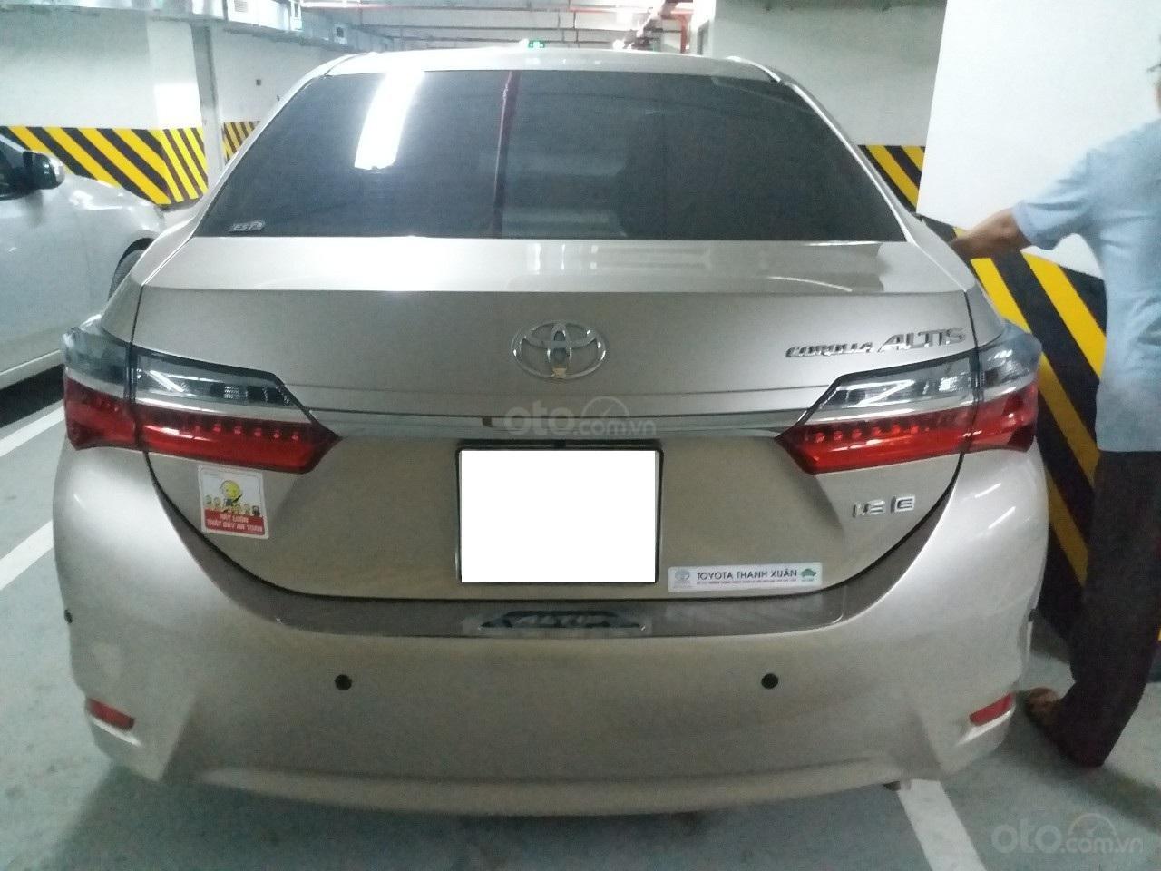 Bán Toyota Corolla Altis 1.8E AT màu vàng, sản xuất và đăng ký 12/2018, biển Hà Nội-16