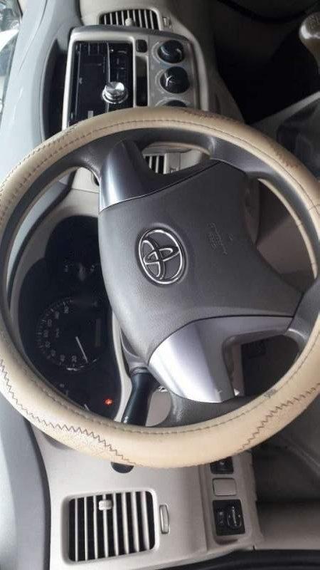 Cần bán lại xe Toyota Innova đời 2014, màu bạc giá cạnh tranh-2
