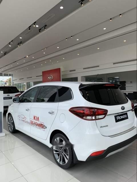 Bán ô tô Kia Rondo đời 2019, màu trắng-5