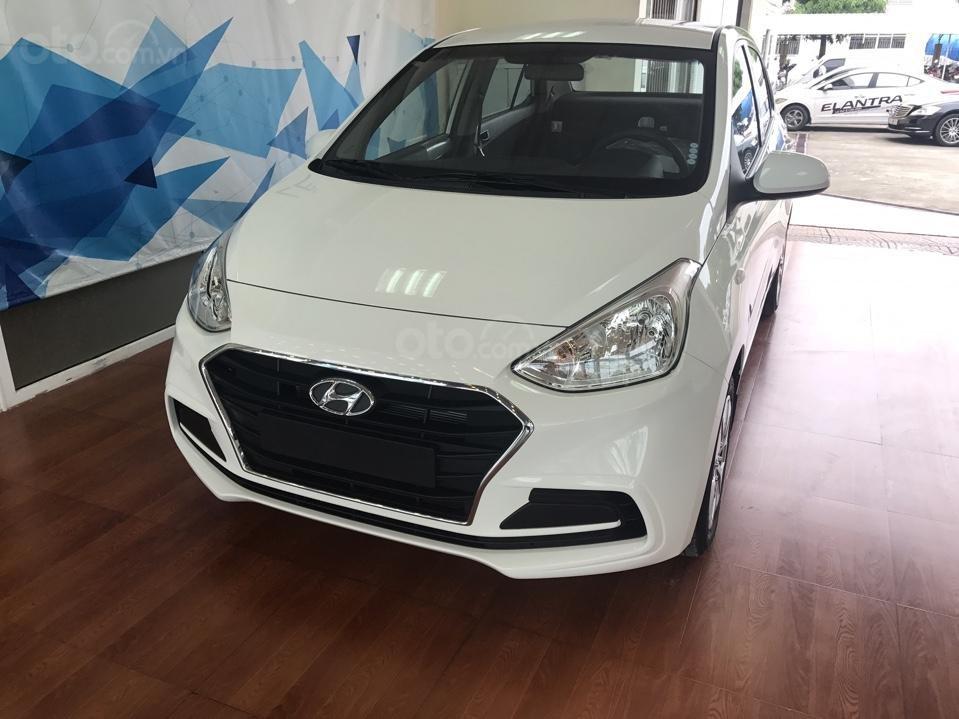 Bán Hyundai Grand I10 sedan Base trắng giao ngay, lấy xe chỉ với 120tr, hỗ trợ đăng ký Grab! LH: 0977 139 312-0