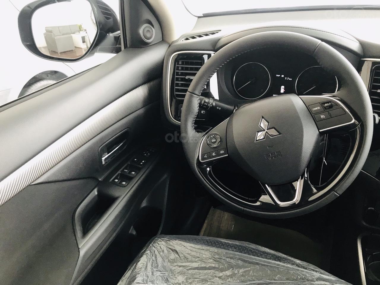Bán xe Mitsubishi Outlander 2.0 CVT năm sản xuất 2019, trả góp 80%, liên hệ: 0969 496 596 để nhận nhiều ưu đãi (9)