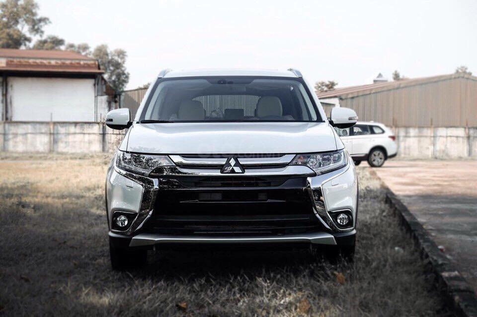 Mitsubishi Outlander 2.0 CVT Premium 2019, màu trắng, hỗ trợ 80%. Liên hệ 0969 496 596 để nhận thêm ưu đãi (1)
