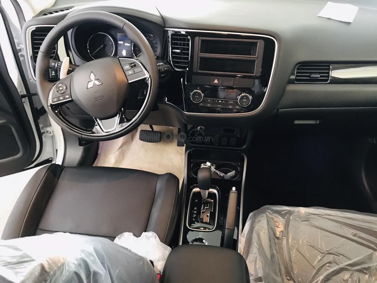Mitsubishi Outlander 2.0 CVT Premium 2019, màu trắng, hỗ trợ 80%. Liên hệ 0969 496 596 để nhận thêm ưu đãi (8)