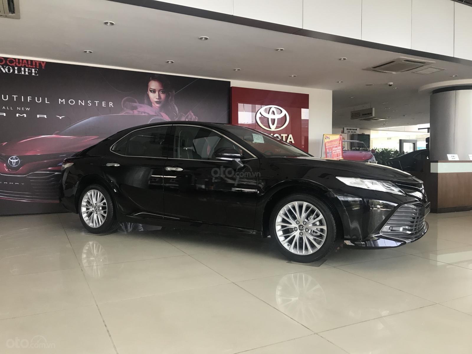 Bán Toyota Camry 2019 nhập Thái Lan nguyên chiếc, xe đủ màu giao ngay-1