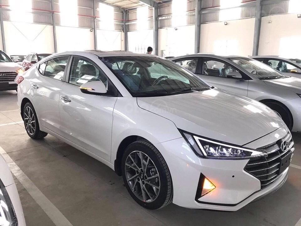Bán Hyundai Elantra 2019 giao ngay, giá cực tốt, KM cực cao, trả góp 80%, lãi ưu đãi, liên hệ Mr Ân: 0939493259 (1)