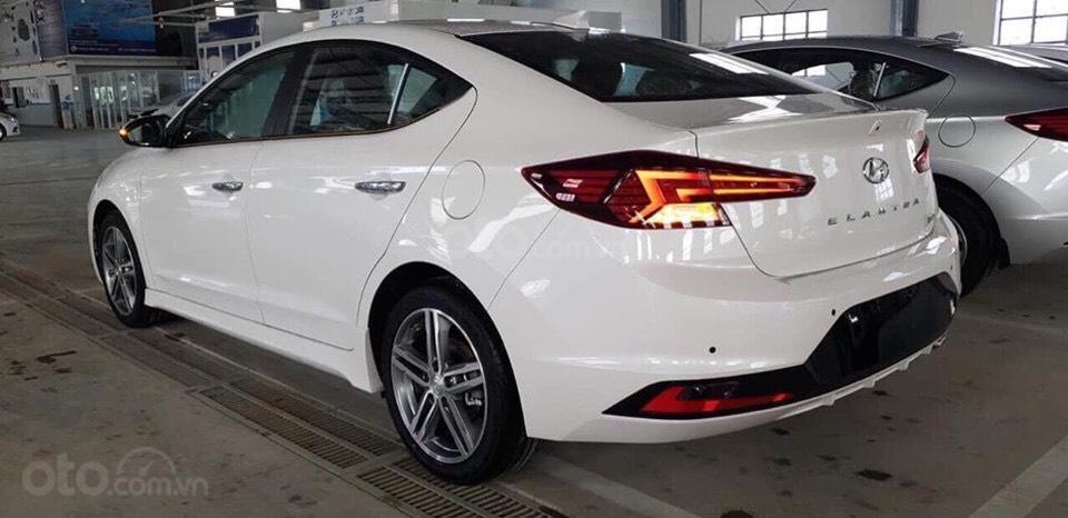 Bán Hyundai Elantra 2019 giao ngay, giá cực tốt, KM cực cao, trả góp 80%, lãi ưu đãi, liên hệ Mr Ân: 0939493259 (3)