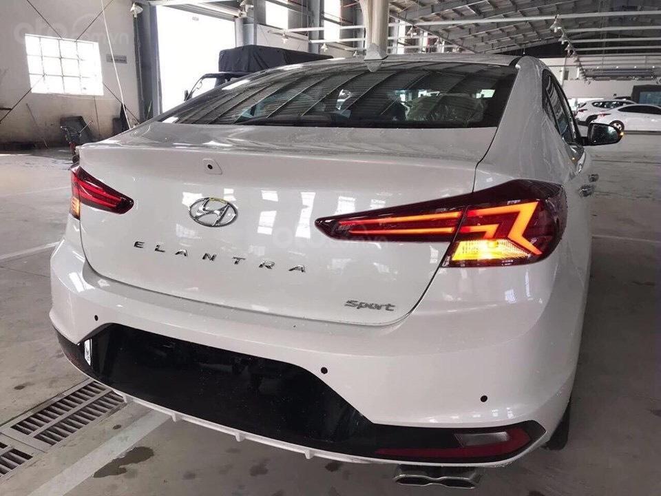 Bán Hyundai Elantra 2019 giao ngay, giá cực tốt, KM cực cao, trả góp 80%, lãi ưu đãi, liên hệ Mr Ân: 0939493259 (4)