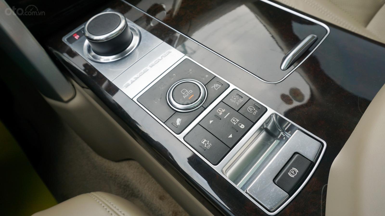 Bán LandRover Range Rover HSE 3.0 SX 2014, màu bạc, nhập khẩu nguyên chiếc-21