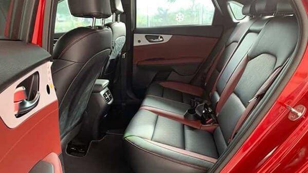 So sánh xe Hyundai Elantra 2019 và Kia Cerato 2019 về ghế xe.
