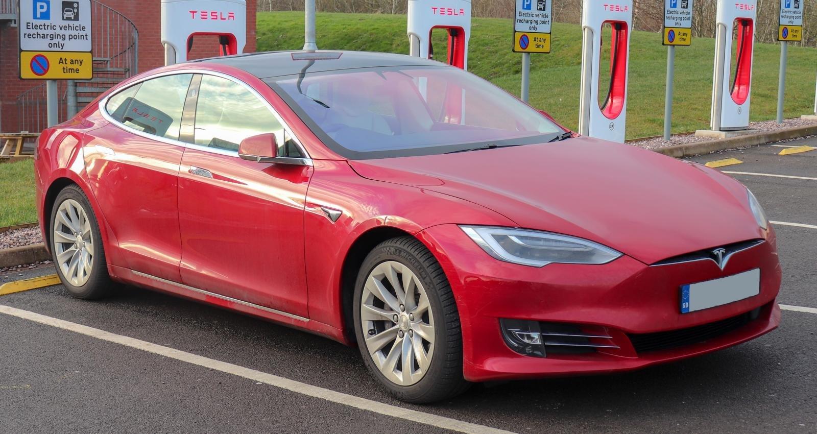 Tesla phải huy động thêm vốn vì thua lỗ 10