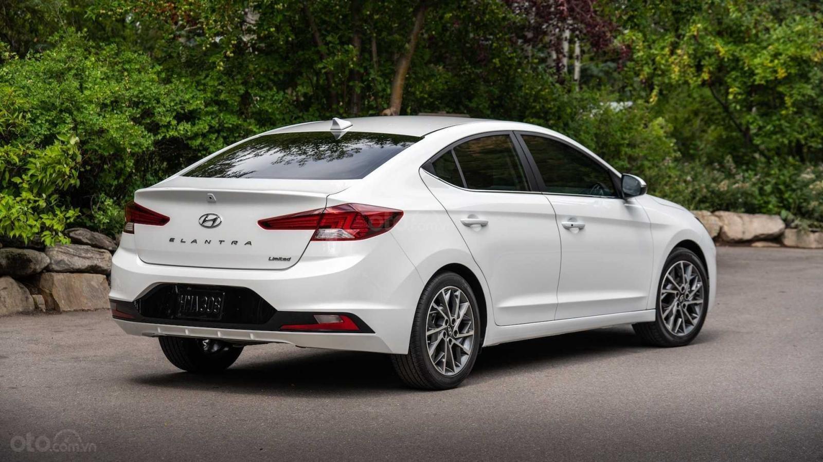 Hyundai Elantra 2020 sẽ trang bị hộp số tự động CVT và ly hợp kép