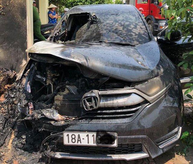 Honda CR-V bốc cháy tại Nam Định