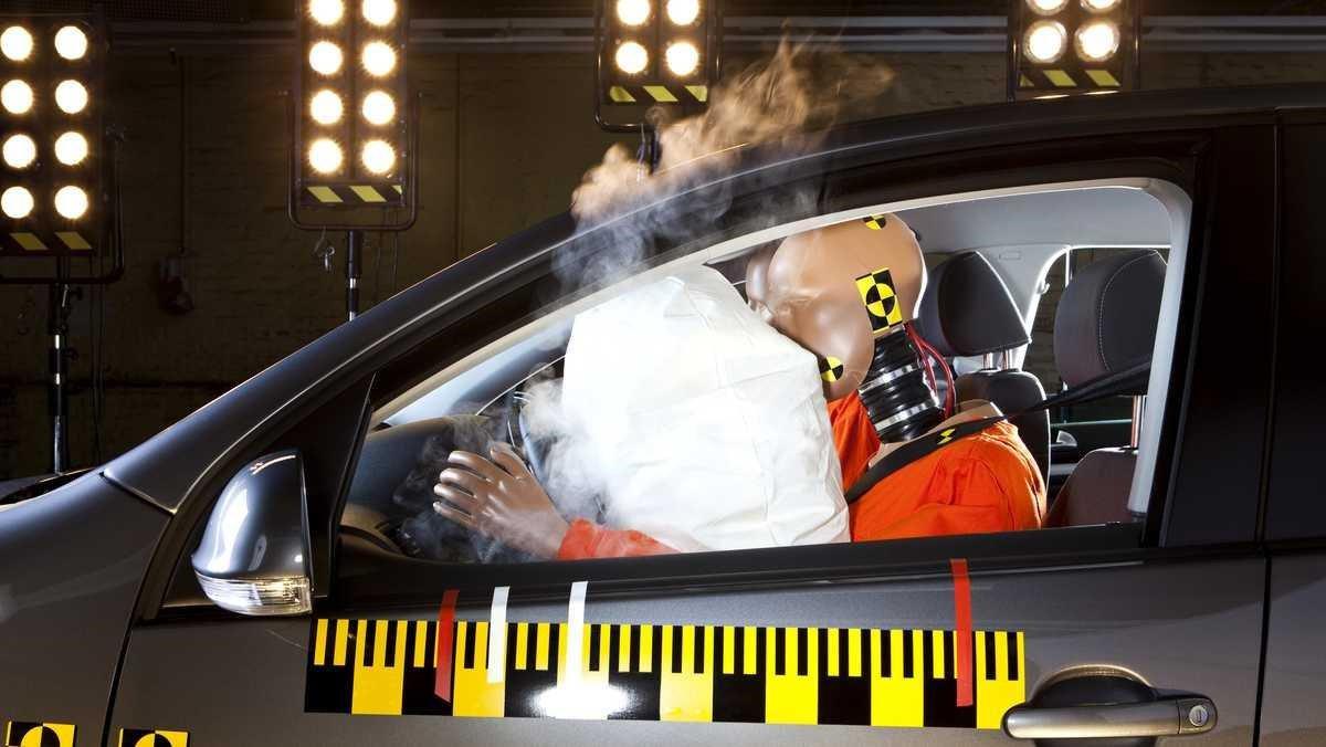 Khám phá những con số liên quan đến túi khí an toàn trên ô tô a4