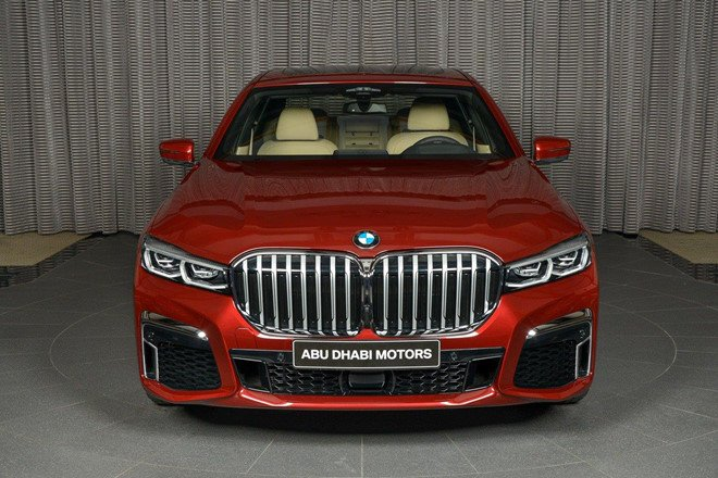 Cận cảnh chiếc BMW 730Li mạnh mẽ dù sử dụng động cơ 2.0L a1