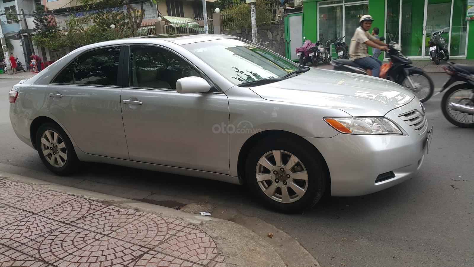 Bán Toyota Camry LE năm sản xuất 2007, màu bạc, xe nhập (3)