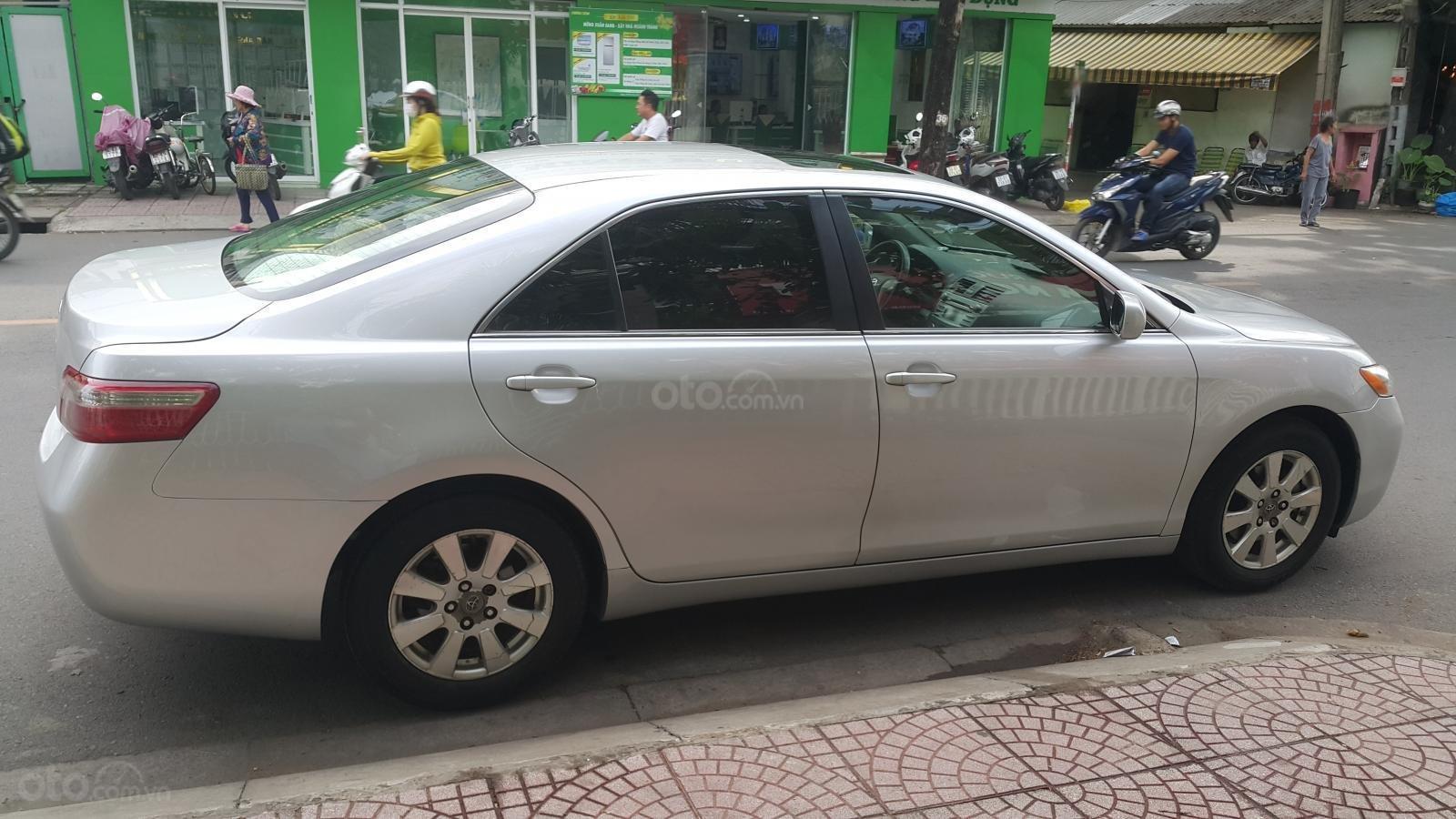 Bán Toyota Camry LE năm sản xuất 2007, màu bạc, xe nhập (4)