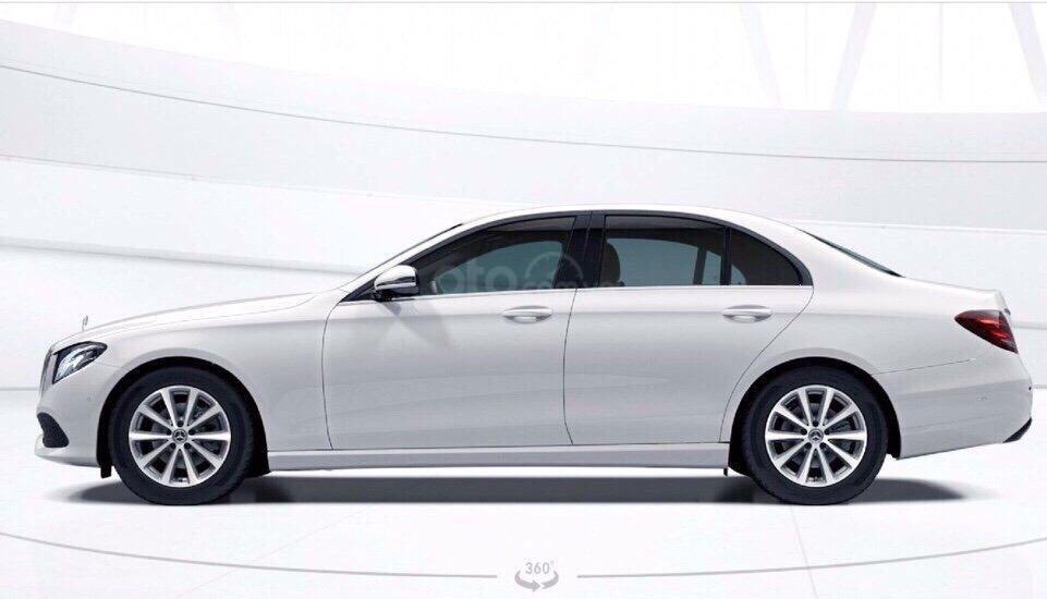 Giá xe ô tô Mercedes E200 2019: Thông số, giá lăn bánh, khuyến mãi (08/2019), ưu đãi tiền mặt và gói phụ kiện hãng-4