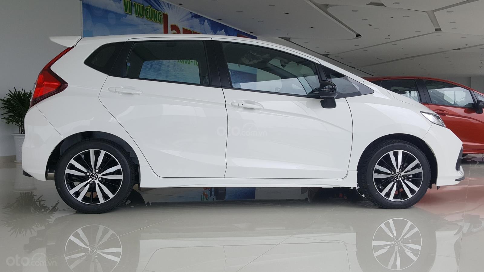 [SG] Bán Honda Jazz, màu trắng - Nhập Thái Lan - Tặng hơn 100 triệu - xin LH: 0901.898.383-1