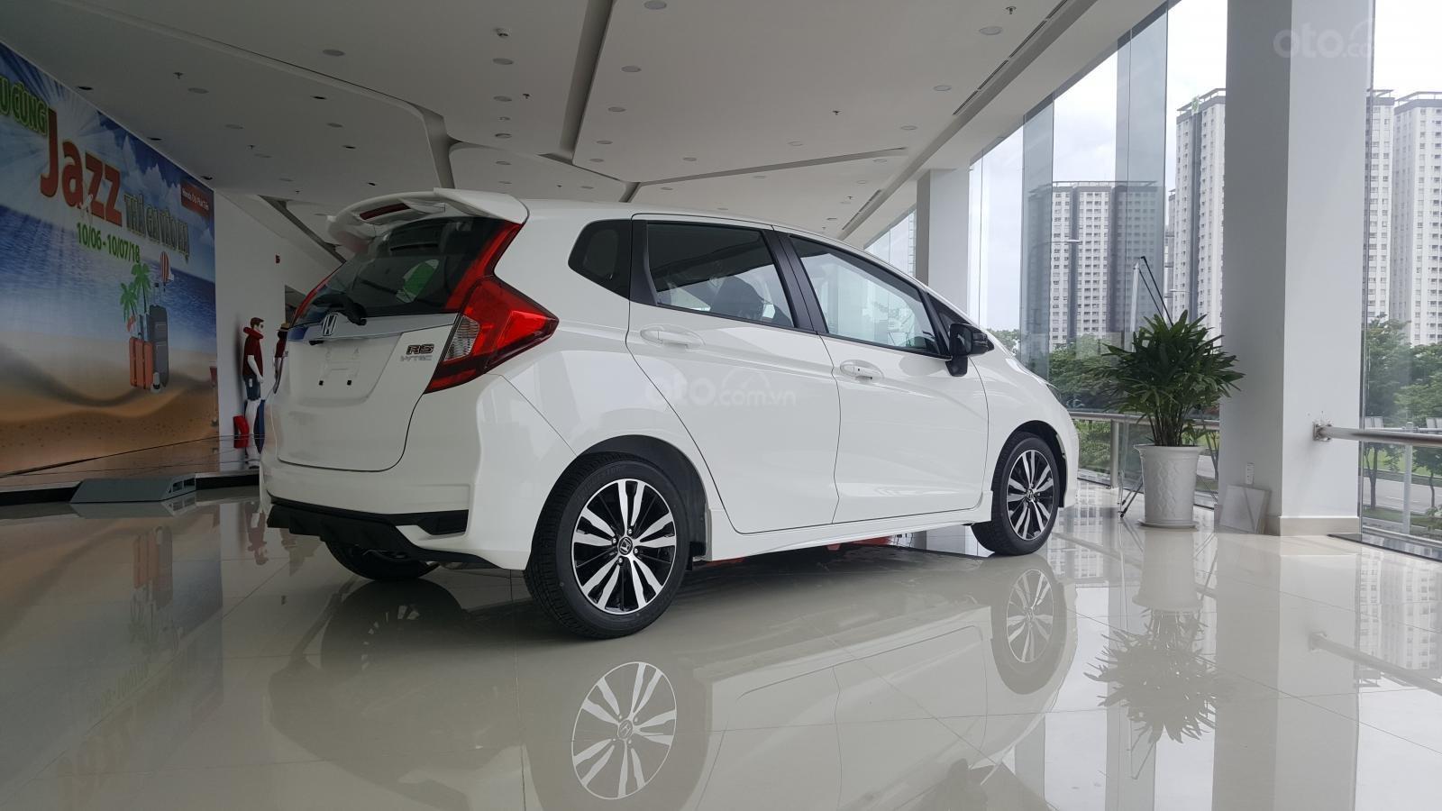 [SG] Bán Honda Jazz, màu trắng - Nhập Thái Lan - Tặng hơn 100 triệu - xin LH: 0901.898.383-4