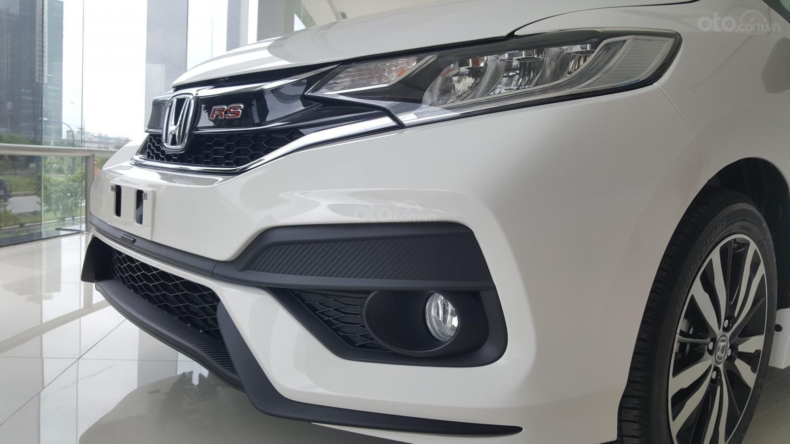 [SG] Bán Honda Jazz, màu trắng - Nhập Thái Lan - Tặng hơn 100 triệu - xin LH: 0901.898.383-5