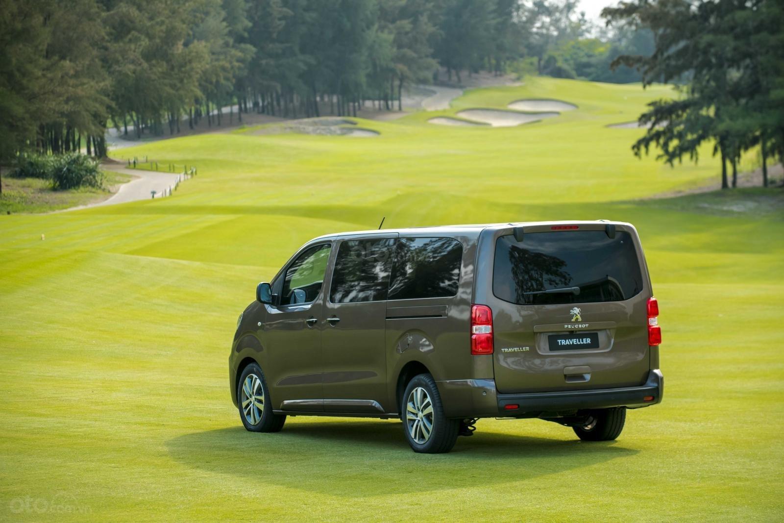 Peugeot Traveller Luxury 2019 - Có xe giao ngay - Nhiều ưu đãi hấp dẫn - Trả trước 20% nhận xe - Hotline: 0909.450.005-6