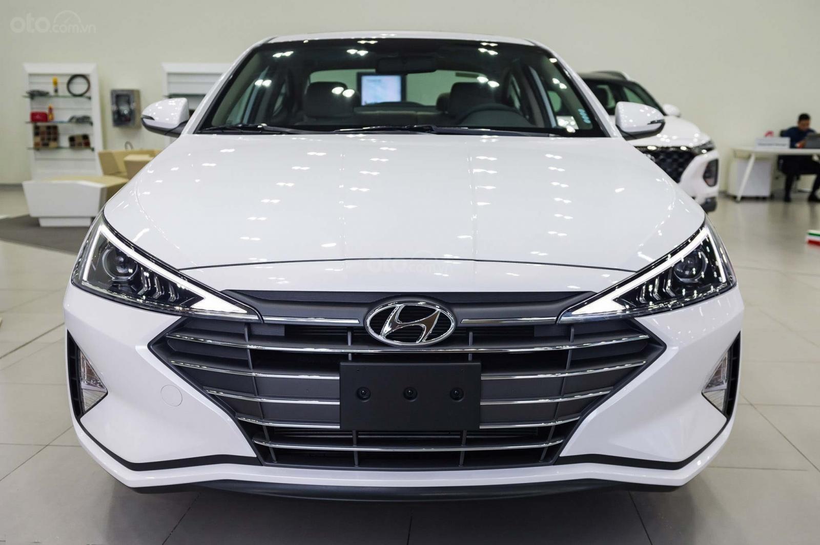 """""""Sốc"""" giảm 30 triệu tiền mặt - chỉ 179tr - Hyundai Elantra 1.6 MT 2020, hỗ trợ trả góp 85% - thủ tục nhanh chóng (1)"""