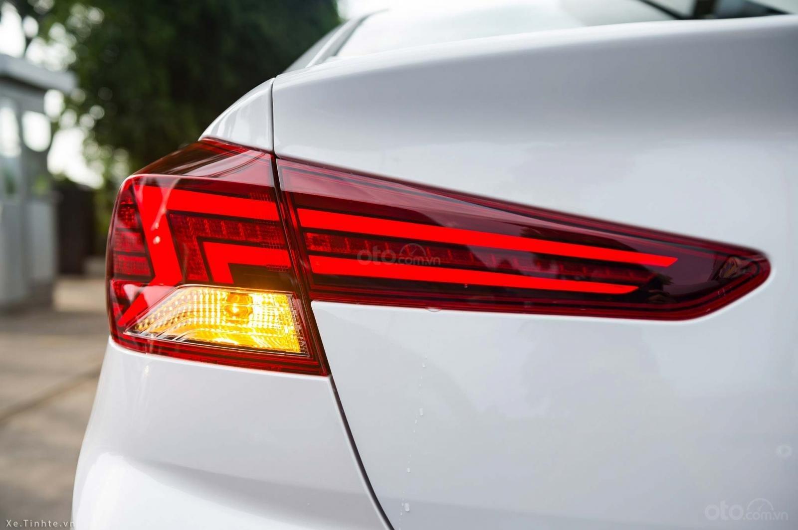 """""""Sốc"""" giảm 30 triệu tiền mặt - chỉ 179tr - Hyundai Elantra 1.6 MT 2020, hỗ trợ trả góp 85% - thủ tục nhanh chóng (9)"""