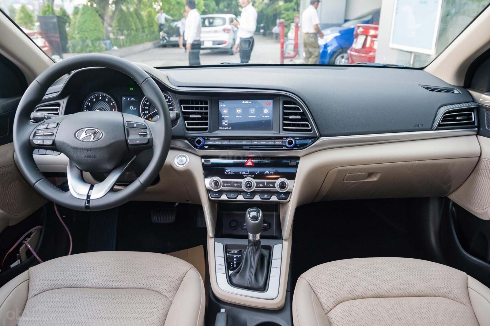"""""""Sốc"""" giảm 30 triệu tiền mặt - chỉ 179tr - Hyundai Elantra 1.6 MT 2020, hỗ trợ trả góp 85% - thủ tục nhanh chóng (10)"""