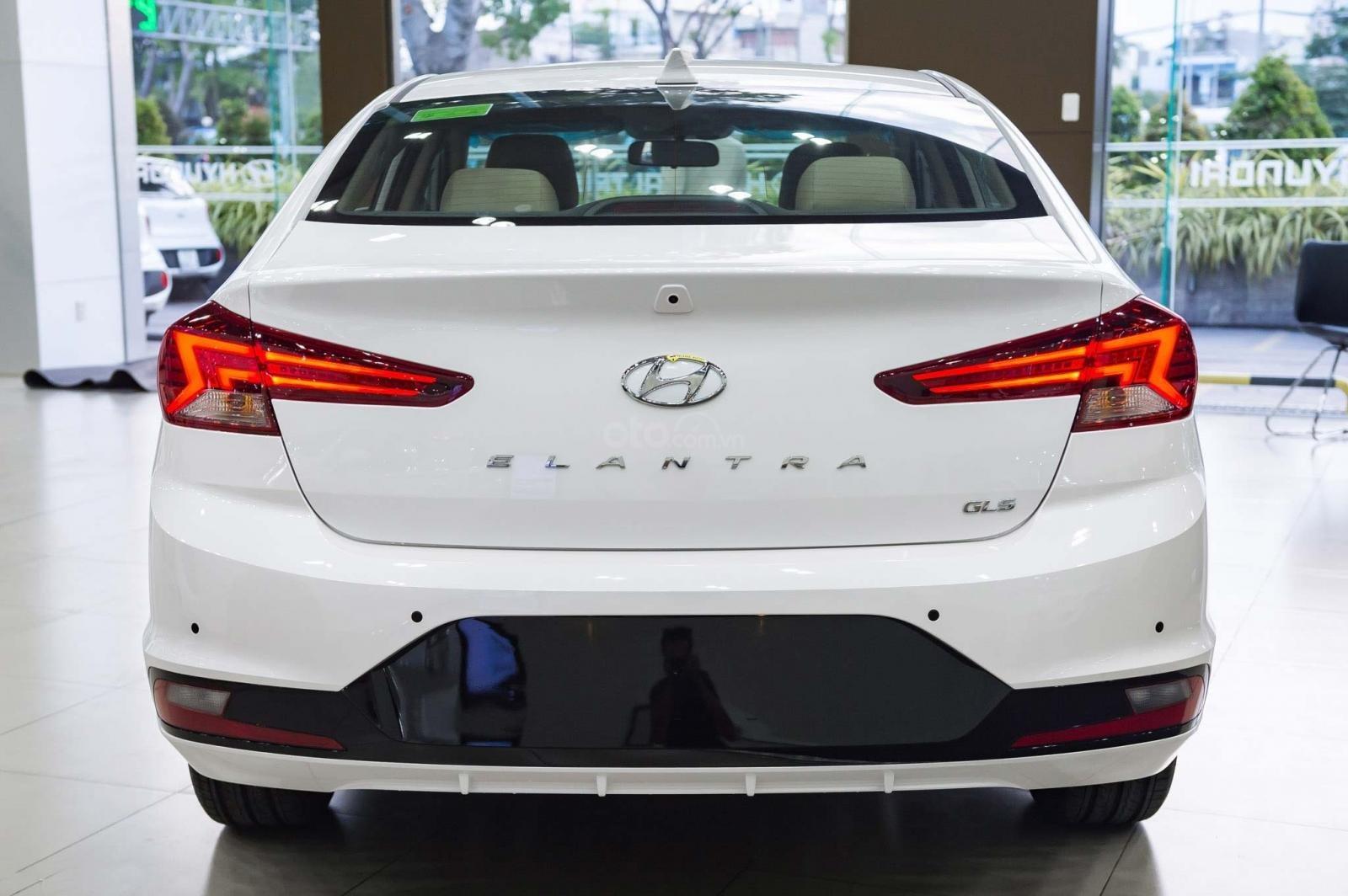 """""""Sốc"""" giảm 30 triệu tiền mặt - chỉ 179tr - Hyundai Elantra 1.6 MT 2020, hỗ trợ trả góp 85% - thủ tục nhanh chóng (4)"""
