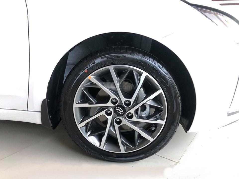 """""""Sốc"""" giảm 30 triệu tiền mặt - chỉ 179tr - Hyundai Elantra 1.6 MT 2020, hỗ trợ trả góp 85% - thủ tục nhanh chóng (6)"""