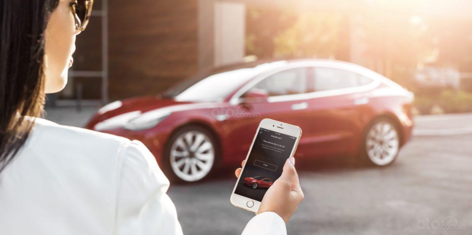 Mở khoá di động trên Tesla Model 3