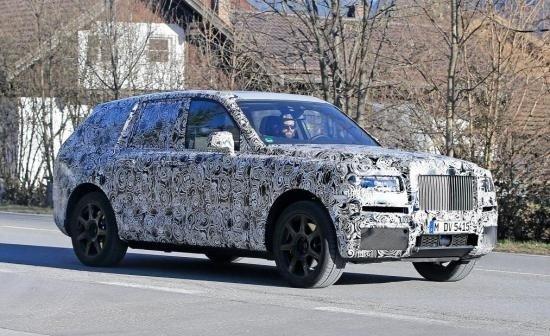 Rolls-Royce ngụy trang trong quá trình chạy thử...
