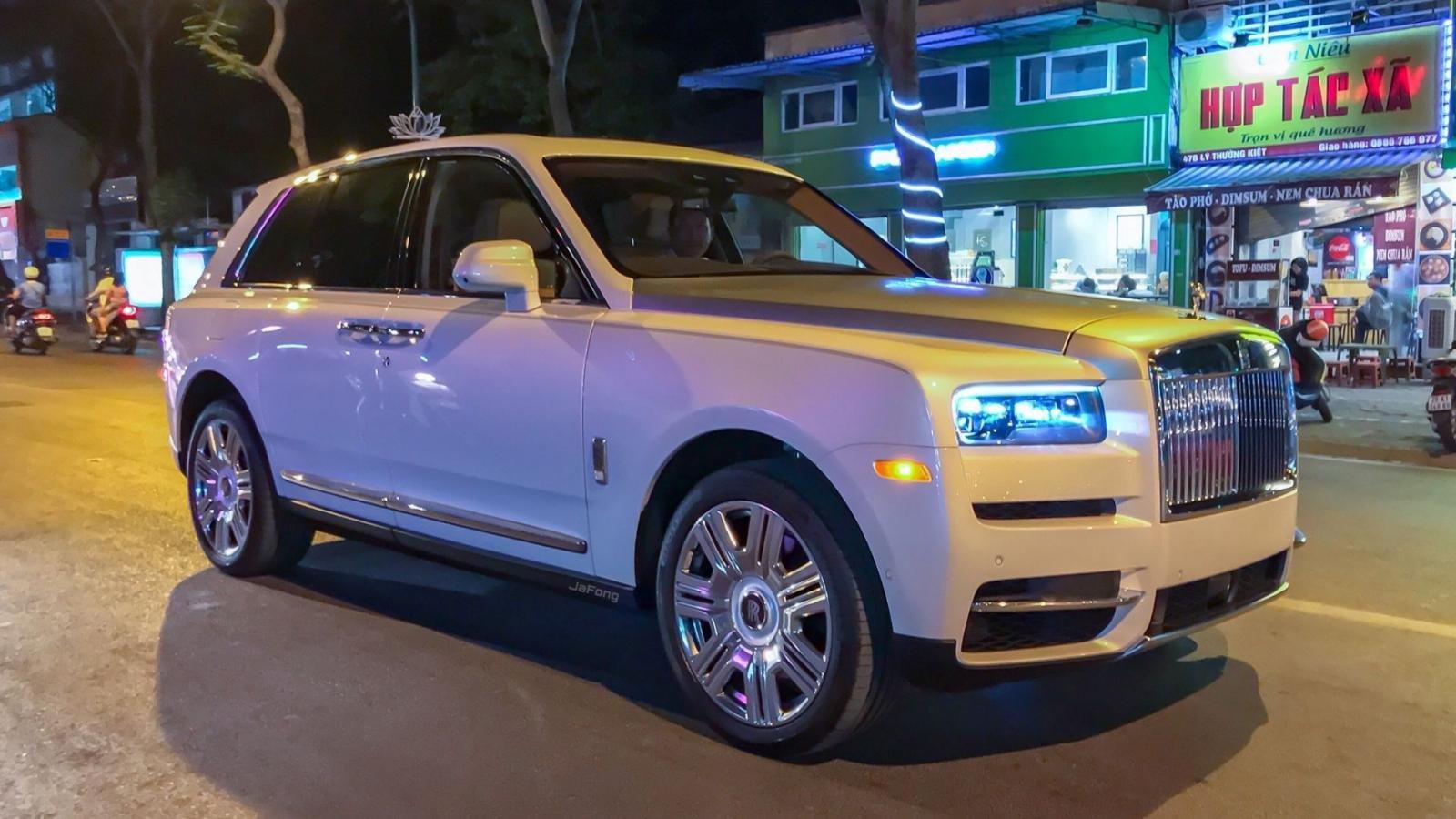 Siêu SUV Rolls-Royce Cullinan 2019 giá trên 40 tỷ đồng dạo phố Hà Nội a1