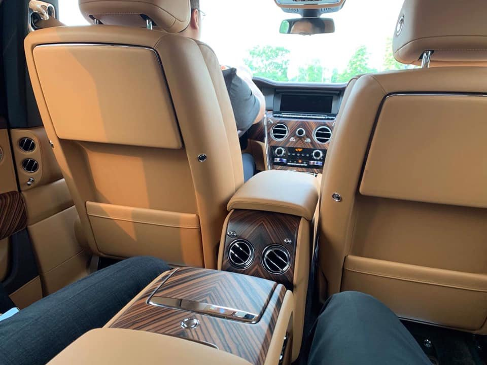 Siêu SUV Rolls-Royce Cullinan 2019 giá trên 40 tỷ đồng dạo phố Hà Nội a4