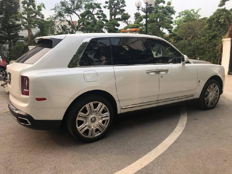Siêu SUV Rolls-Royce Cullinan 2019 giá trên 40 tỷ đồng dạo phố Hà Nội a3