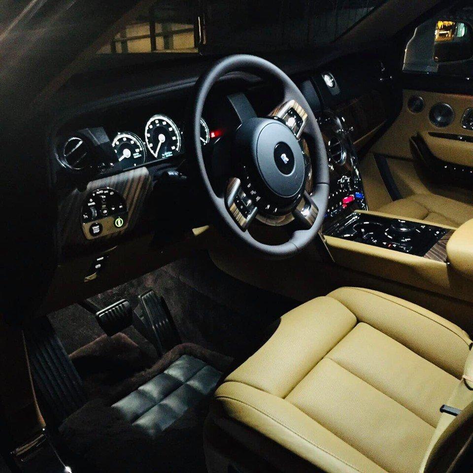 Siêu SUV Rolls-Royce Cullinan 2019 giá trên 40 tỷ đồng dạo phố Hà Nội a8