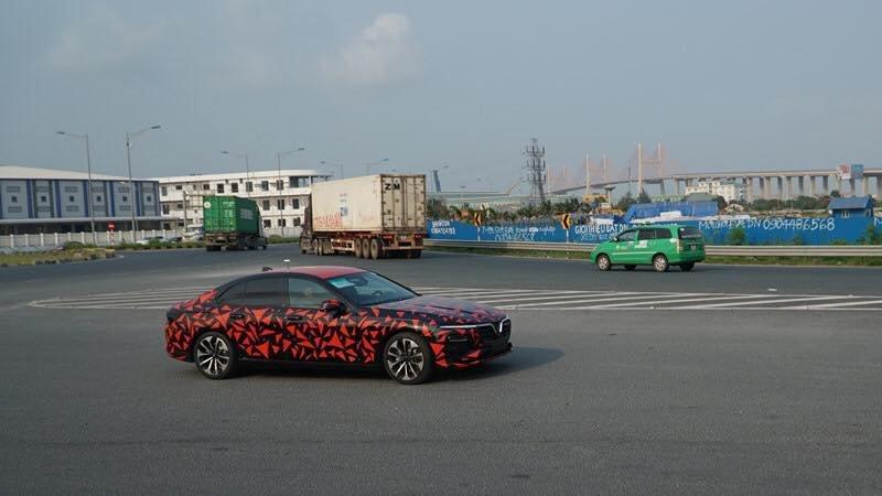 Những hình ảnh đoàn xe VinFast LUX A2.0 và SA2.0 chạy xuyên Việt a1