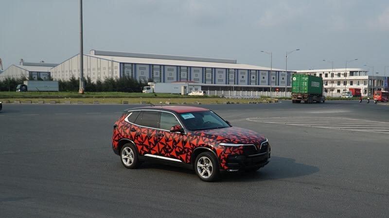 Những hình ảnh đoàn xe VinFast LUX A2.0 và SA2.0 chạy xuyên Việt a2