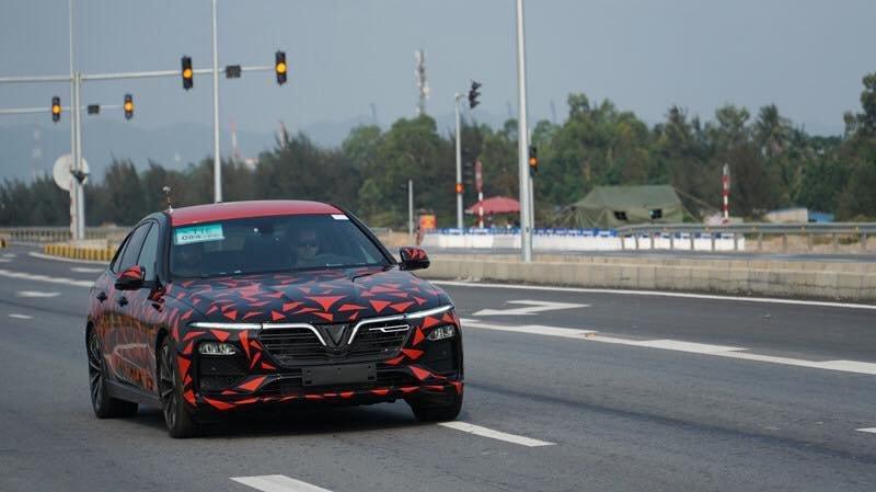 Những hình ảnh đoàn xe VinFast LUX A2.0 và SA2.0 chạy xuyên Việt a4
