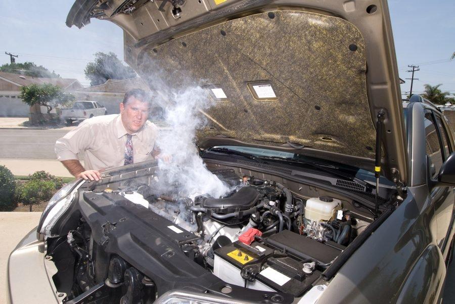 Không để động cơ ô tô quá nóng