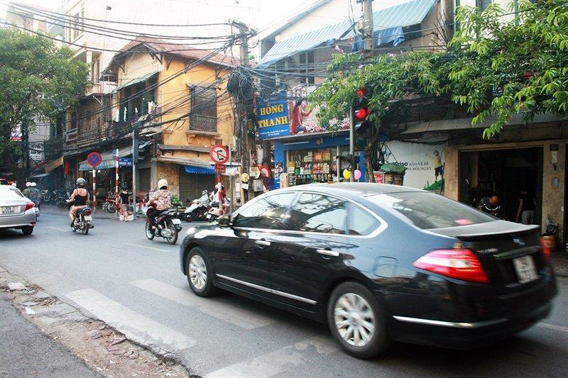 Ô tô vượt đèn đỏ tại Việt Nam
