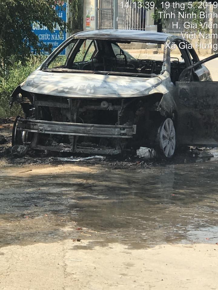 Toyota Vios cháy tại Việt Nam