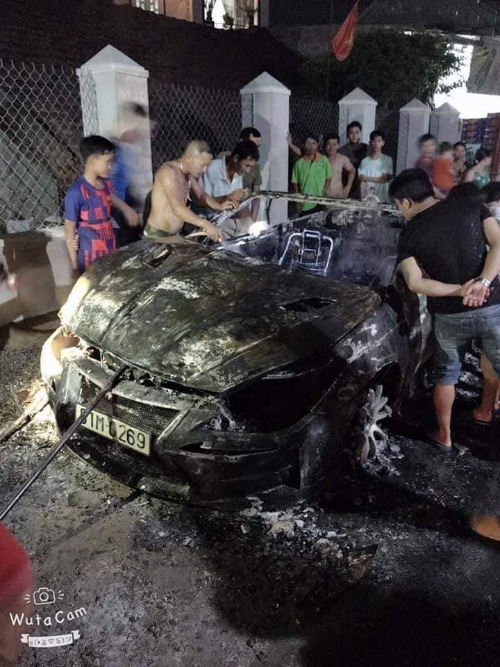Toyota Camry Solara cháy tại Việt Nam